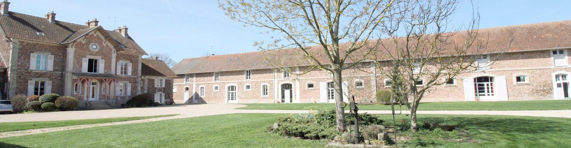 Ferme d'Orsonville - Gîte de Séjour - Cour